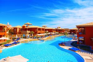 Het zwembad bij of vlak bij Alf Leila Wa Leila Hotel - Families and couples only