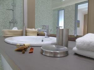 A bathroom at Les Jardins d'Anna - Chambres d'hôtes