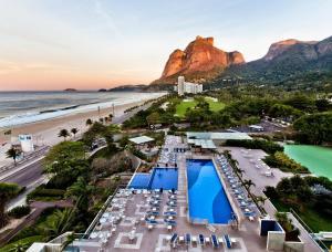 Uma vista da piscina em Pullman Rio de Janeiro Sao Conrado ou nos arredores