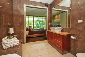 A bathroom at Centenary Peaks