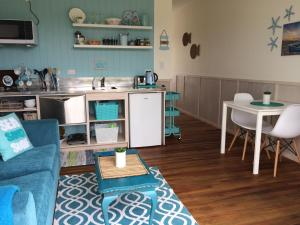A kitchen or kitchenette at Leigh Central