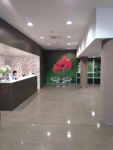 El vestíbulo o zona de recepción de Sercotel Hola Tafalla