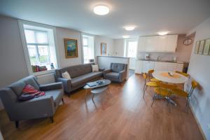 A seating area at Olafsvik Apartments