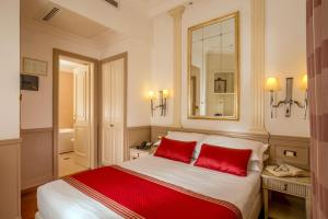 A bed or beds in a room at Hotel Villa Glori