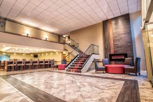 The lobby or reception area at Grand Oaks Hotel