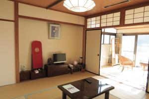 A seating area at Fukumakan