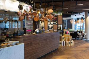 A restaurant or other place to eat at Mercure Krakow Stare Miasto