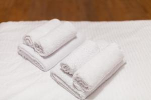Кровать или кровати в номере Apartment on Energetikov 53/3