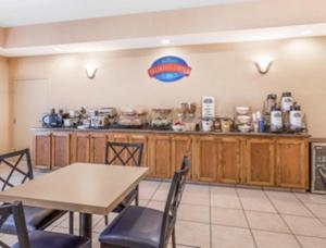 A restaurant or other place to eat at Baymont by Wyndham Cartersville