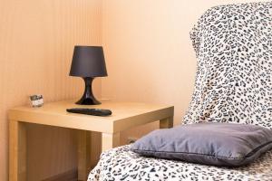 Кровать или кровати в номере Flat76 Volzhskaya Naberezhnaya 61