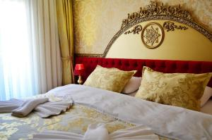 A bed or beds in a room at Balin Boutique Hotel