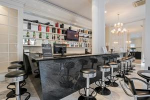 The lounge or bar area at ROCKEFELLER by Slaviero Hotéis