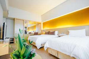 A bed or beds in a room at Raia Hotel Kota Kinabalu