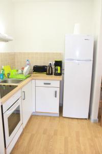A cozinha ou cozinha compacta de Cool Holidays - The Green Room N358 DTO-MT