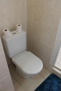 Um banheiro em Cool Holidays - The Green Room N358 DTO-MT