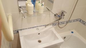 A bathroom at Apartment GrInn 15 on Kommunalnaya