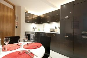 A kitchen or kitchenette at HomefromHolme St Peters Mews