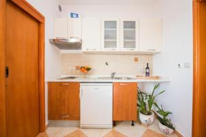 A kitchen or kitchenette at Apartments Grbic