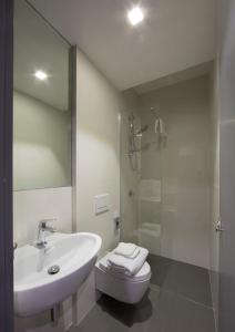 A bathroom at Bed & Boarding