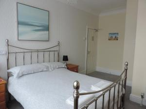 A bed or beds in a room at The Draytonian