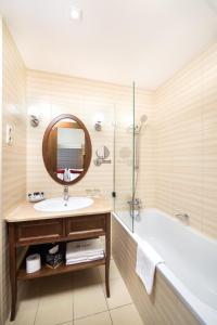 Un baño de Mirage Medic Hotel