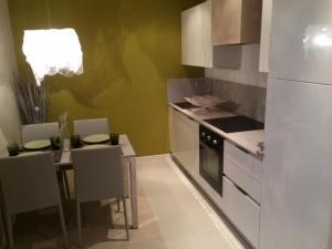 A kitchen or kitchenette at Appartamento Battistero