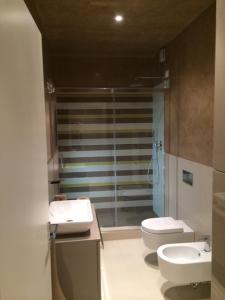 A bathroom at Appartamento Battistero
