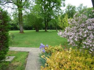 A garden outside La ferme d'aristide
