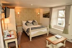 A bed or beds in a room at The Woolly Sheep Inn