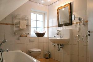 Ванная комната в Hotel Landhaus Garni