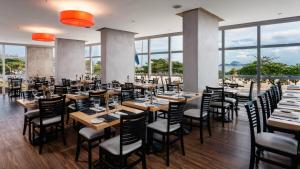 A restaurant or other place to eat at Praia Ipanema Hotel