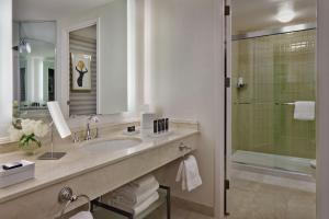 A bathroom at The Logan Philadelphia, Curio Collection by Hilton