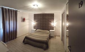 A bed or beds in a room at Hôtel restaurant et pension soirée étape Bel Air