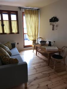 A seating area at Villa Tourmaline