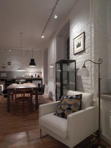 Гостиная зона в Absolutely Central Apartments
