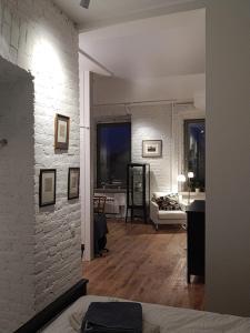 Телевизор и/или развлекательный центр в Absolutely Central Apartments