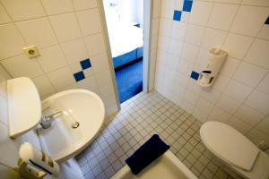 Ein Badezimmer in der Unterkunft Hotel Transit