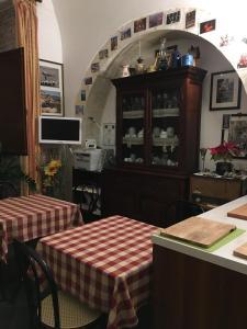 Salone o bar di Bed and Breakfast Araba Fenice