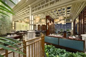 A restaurant or other place to eat at Embassy Suites by Hilton Orlando Lake Buena Vista South