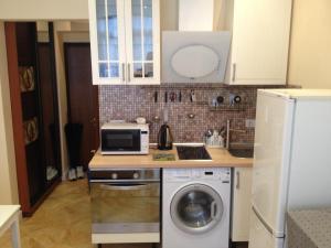 Кухня или мини-кухня в Апартаменты у моря