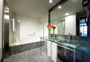 A bathroom at Eurostars Las Salinas