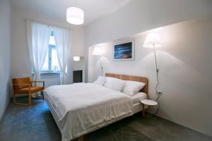 Ein Bett oder Betten in einem Zimmer der Unterkunft Apartments At The Blue Duckling