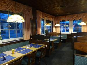 A restaurant or other place to eat at Hotel Dümptener Hof