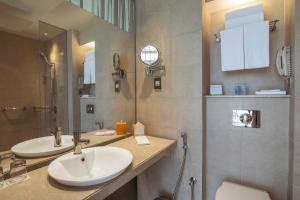A bathroom at Centro Yas Island-by Rotana