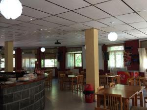 Un restaurante o sitio para comer en El Chate