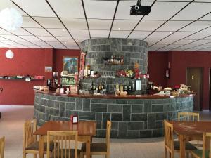 El salón o zona de bar de El Chate