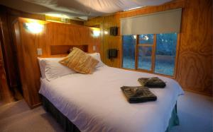 A bed or beds in a room at Severn-dipity