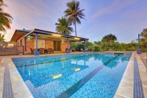 The swimming pool at or near Alva Beach Tourist Park