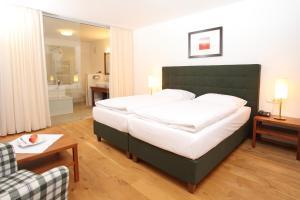 Postel nebo postele na pokoji v ubytování Hotel Hochsteg Gütl   Traunsee Salzkammergut