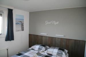 Un ou plusieurs lits dans un hébergement de l'établissement Chalet Duinzicht G68 Ameland